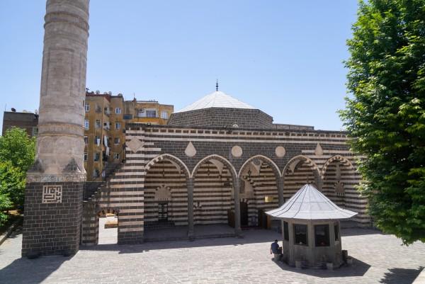 Parlı Safa Camii