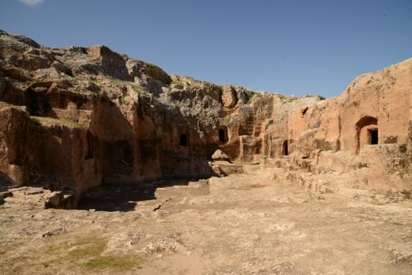 Hilar Mağaraları